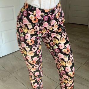 Pantalon fleuris d'été
